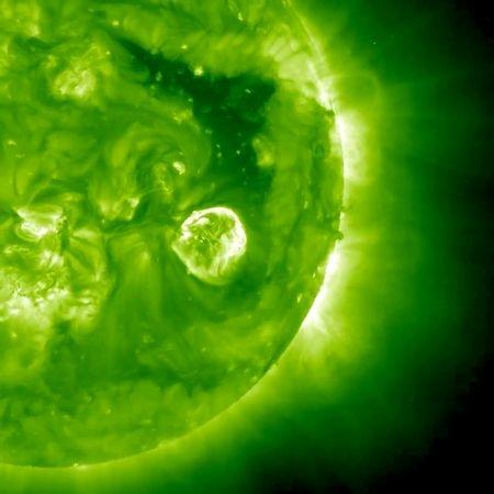 برترین تصاویر فضایی هفته:  از رنگینکمان کهکشانی تا فانوس سبز خورشید