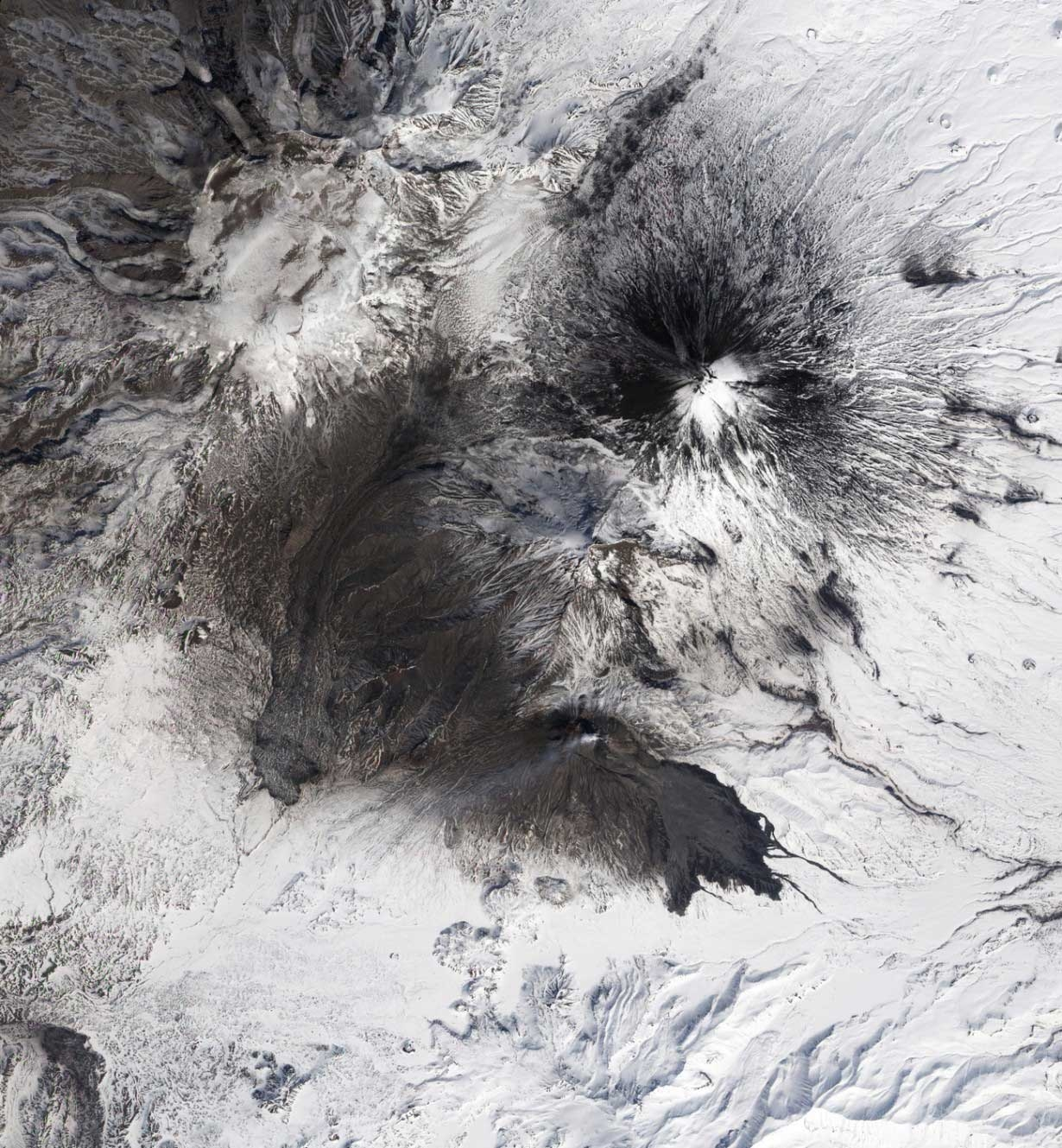 تصاویری از زیباترین آتشفشانهای فعال جهان در روسیه