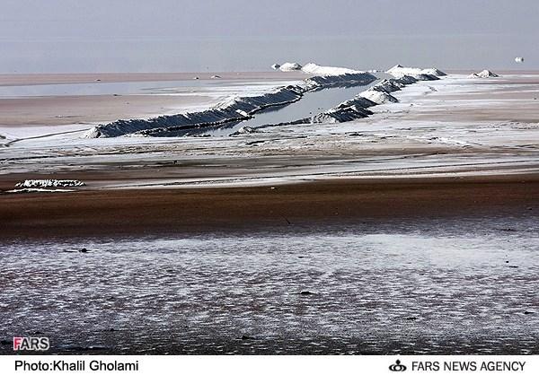 راهکار تازه برای پیشگیری از خشک شدن دریاچه ارومیه: پسته بکارید/ دوسوم دریاچه ارومیه شورهزار شده است