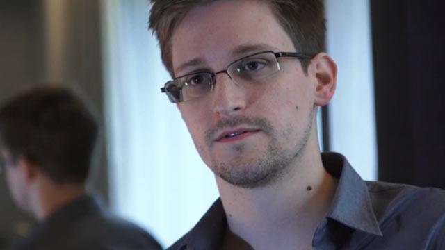 تصویر جوان لو دهنده اطلاعات محرمانه آژانس امنیت ملی امریکا در هنگ کنگ / آسانژ دوم آمد