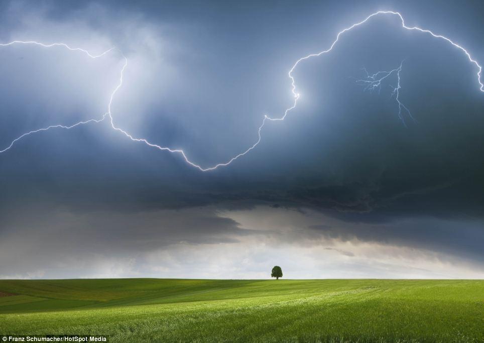 طوفان های واقعی و یک عکاس بسیار شجاع