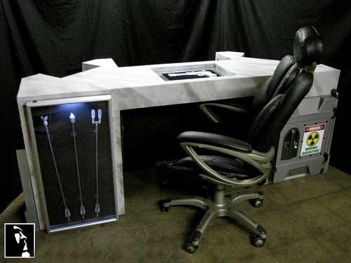 تصاویری از میز کار یک مرد کامپیوتری