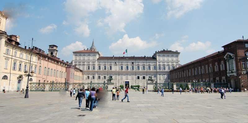 شهری با بناهای مستطیلی شکل که روزگاری اردوگاه نظامی رومی ها بوده
