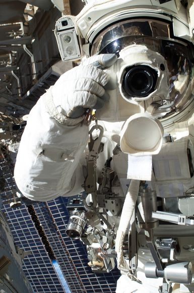 بهترین تصاویر فضایی هفته: از دمبلی در میانه کیهان تا عکس یادگاری فضایی