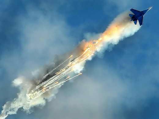 مانور جنگنده سوخو27 برای فرار از موشک