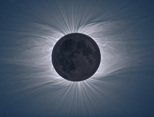 تاج باشکوه خورشید زیر سایه ماه