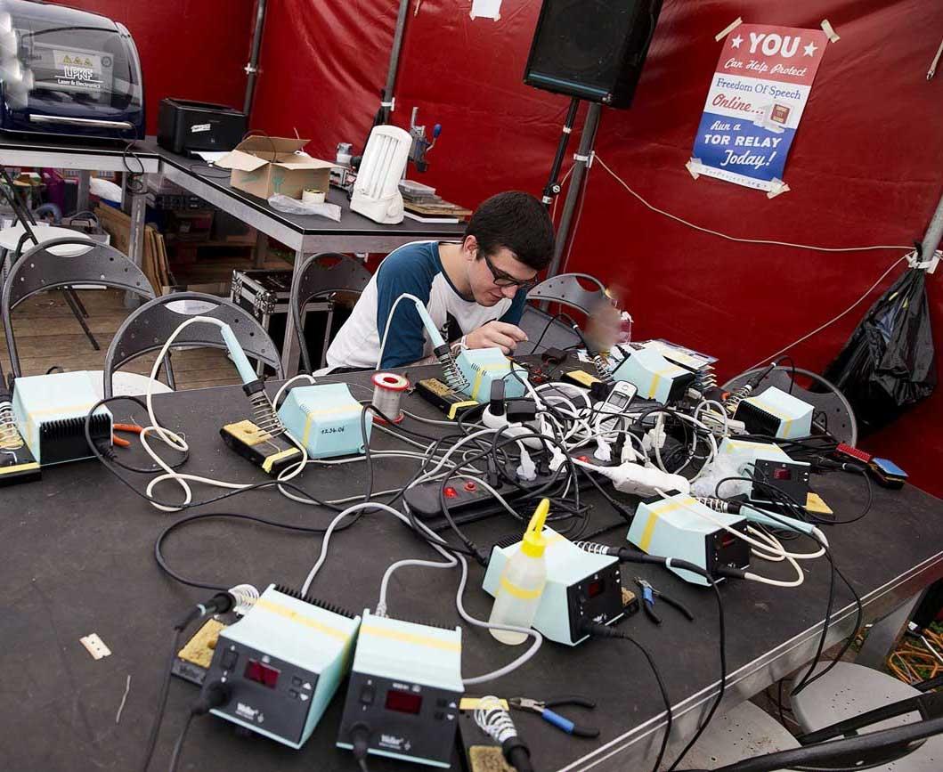 تصاویری از کمپ  3 هزار نفری هکرها در حومه آمستردام