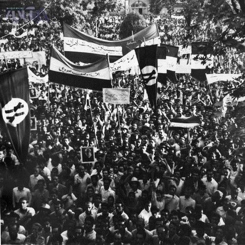 بعد از دیدن این عکسهای قدیمی، سوالات خود را بپرسید/ غلامحسین ملک عراقی به کافه خبر میآید