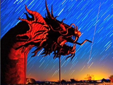 رقص زیبای ستارگان  در آسمان کویر