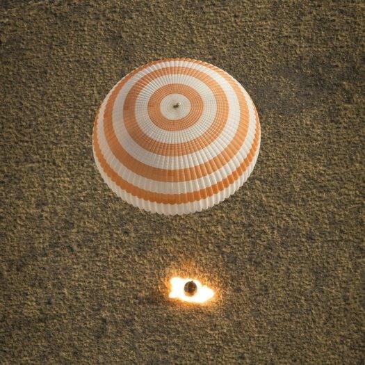 نمایی زیبا از فرود آتشین فضانوردان