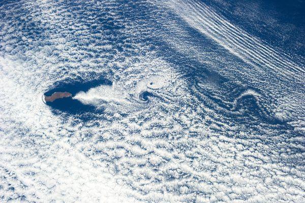 بهترین تصاویر فضایی هفته: از قورباغه پرنده تا بازی موج و گرداب