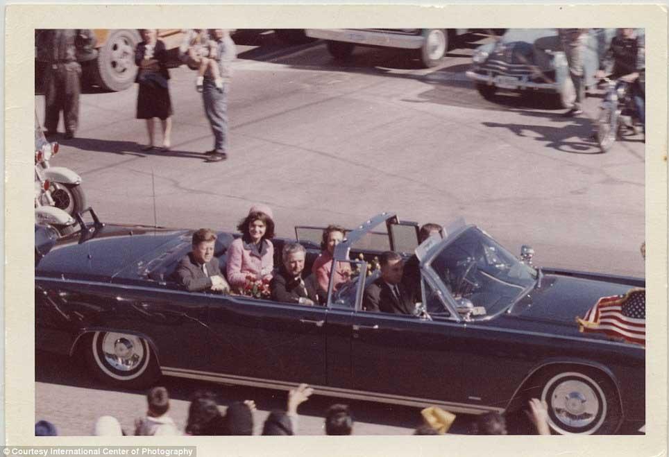 """عکسهای نادر از """"جان اف کندی"""" قبل از ترور، گرفته شده توسط تماشاگران"""