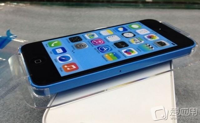 فیلم و عکس منتشر شده از آیفون 5C پلاستیکی ساعاتی قبل از معرفی رسمی توسط اپل