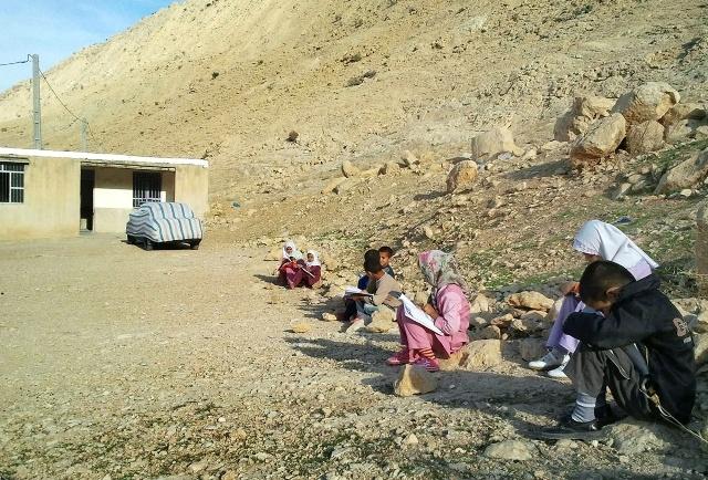 اینجا مدرسه است؛ بدون آب، برق، گرما و حتی نیمکت