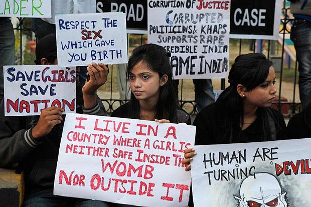 تجاوز گروهی به یک زن در هند، اینبار با تایید ریش سفیدان روستا!