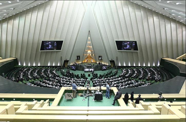 انتقاد از دارایی میلیاردی برخی وزرا و برابری بودجه ایلام با ساخت یک برج در تهران در نطق نمایندگان