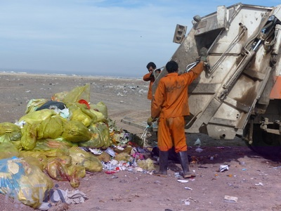 شاهکار یک بیمارستان؛ رها کردن زبالههای عفونی در بیابان