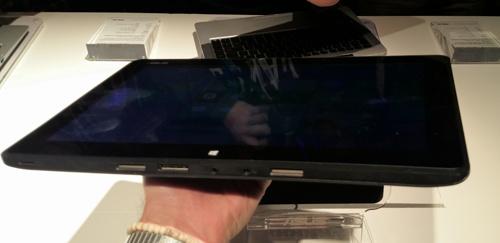 ایسوس در نمایشگاه CES2014 با لپتاپ هیبریدی که هم ویندوز دارد وهم اندروید