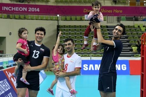 والیبالیست ها همراه با خانواده هایشان به ایران برگشتند