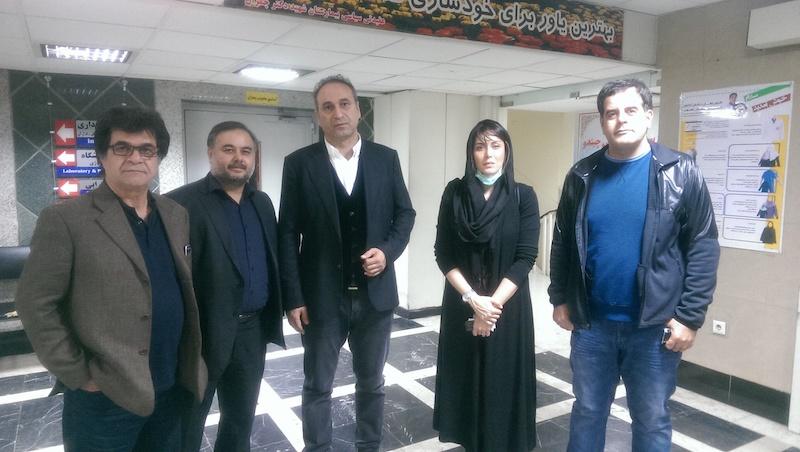 دیدار سینماگران با قربانی اسیدپاشی اصفهان/ سهیلا جورکش: وقتی خوب شدم از من تست بازیگری بگیرید