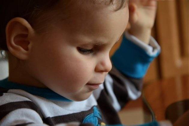 اجرای شگفت انگیز پیانو توسط کودک نابینای سه ساله