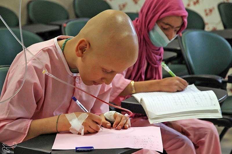 این کودکان هم بستری شده اند و هم درس می خوانند