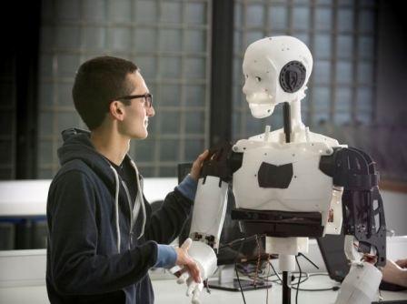 ساخت روبات عاطفی برای بررسی روابط انسان و روبات!