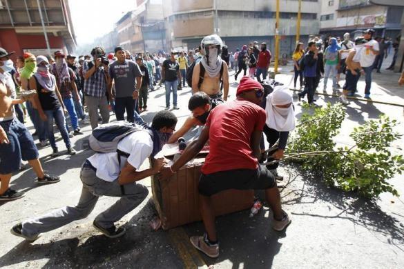 تصاویری از درگیریهای مرگبار پلیس ونزوئلا با مخالفان مادورو