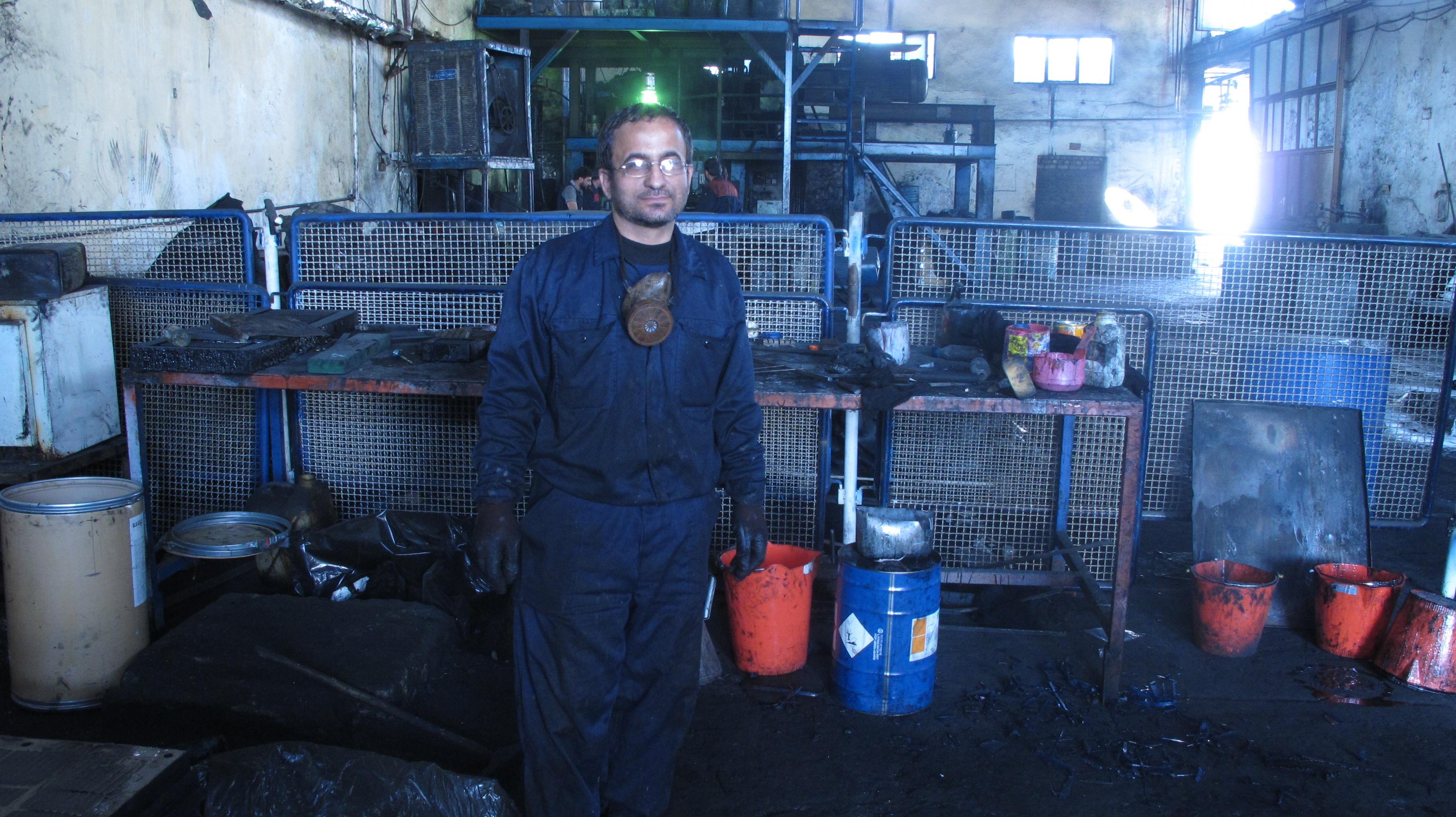 کارگرانی که سخت کار می کنند و همچنان  امید دارند/ تجربه زندگی در کارخانه های صنعتی