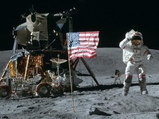 ماجرای پرچمی که خودجوش روی ماه تکان خورد!