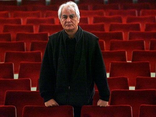 گوش شیطان کر هم فیلم میسازم و هم تئاتر اجرا میکنم / علی رفیعی از فعالیتهای هنریاش در سال 93 میگوید