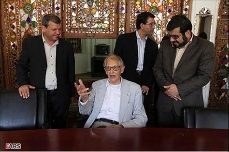 شما نظر بدهید/ دیدگاه موافقان و مخالفان دفن ریچارد فرای در اصفهان را چگونه ارزیابی می کنید؟