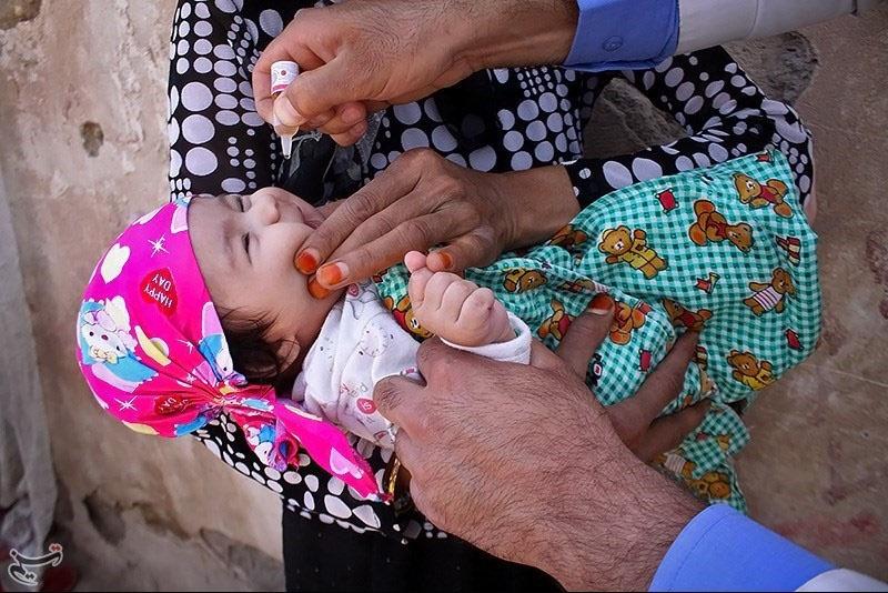 واکسیناسیون فلج اطفال در حاشیه تهران