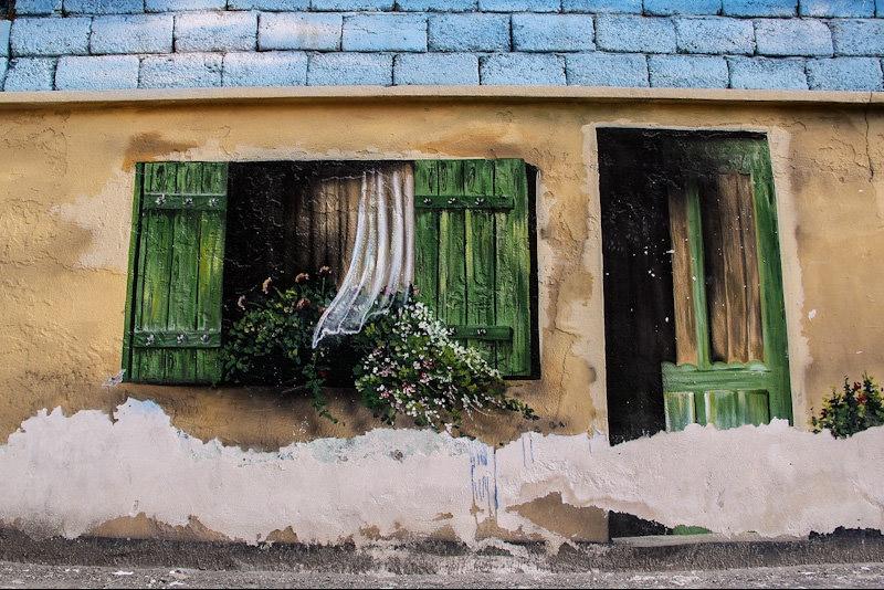 جلوه ناپسند دیوارهای بندرعباسچند رسانهای > عکس - فرسودگی بافت، چسباندن پوسترهای تبلیغاتی و نوشتن بر روی دیوارها از جمله مسائلی است که چهره شهر را نازیبا نشان می دهد.