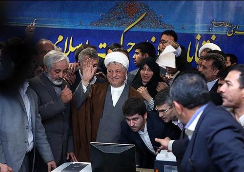 ثبتنام آیتالله هاشمی رفسنجانی در انتخابات ریاست جمهوری/ آن مرد برای مردم آمد