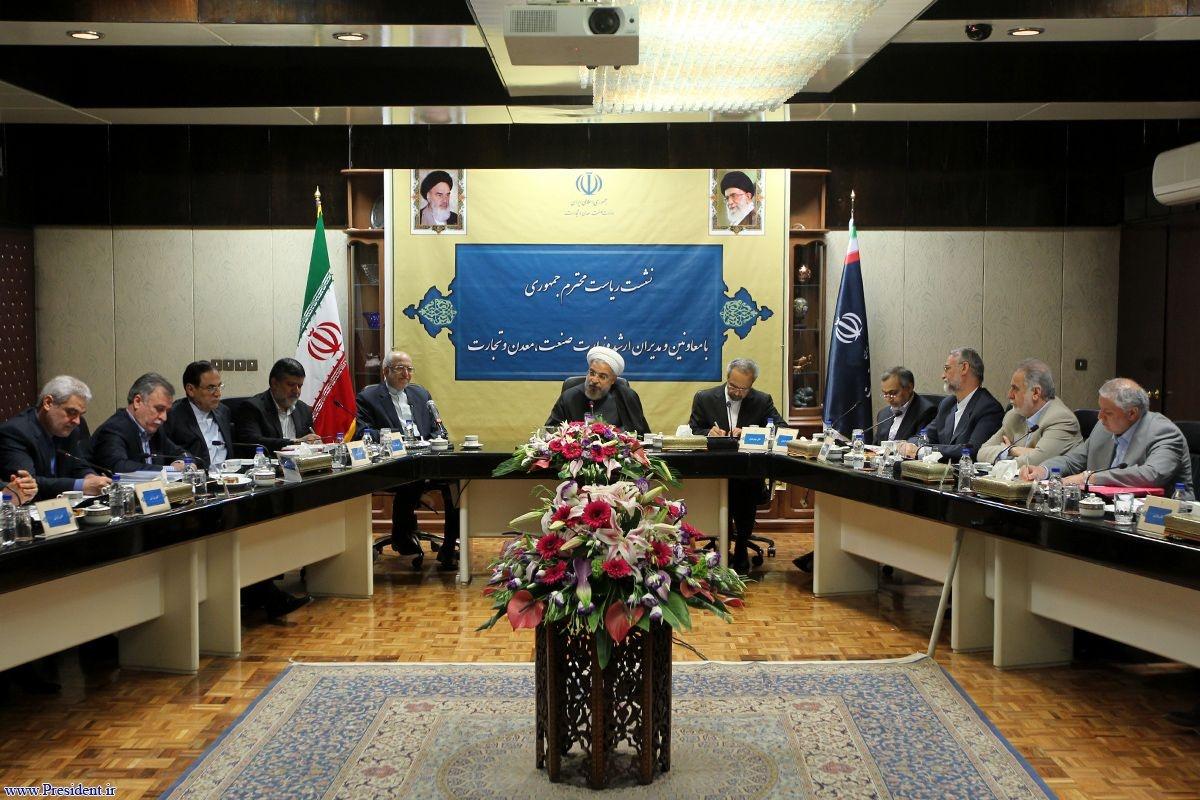 روحانی:باید موانع و مقررات دست و پا گیر را در راستای بهبود فضای کسب و کار در کشور برطرف کنیم