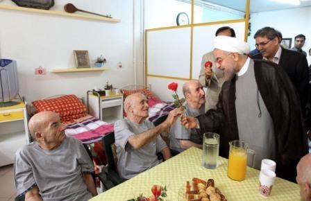 دیدار روحانی با سالمندان مرکز توانبخشی توحید