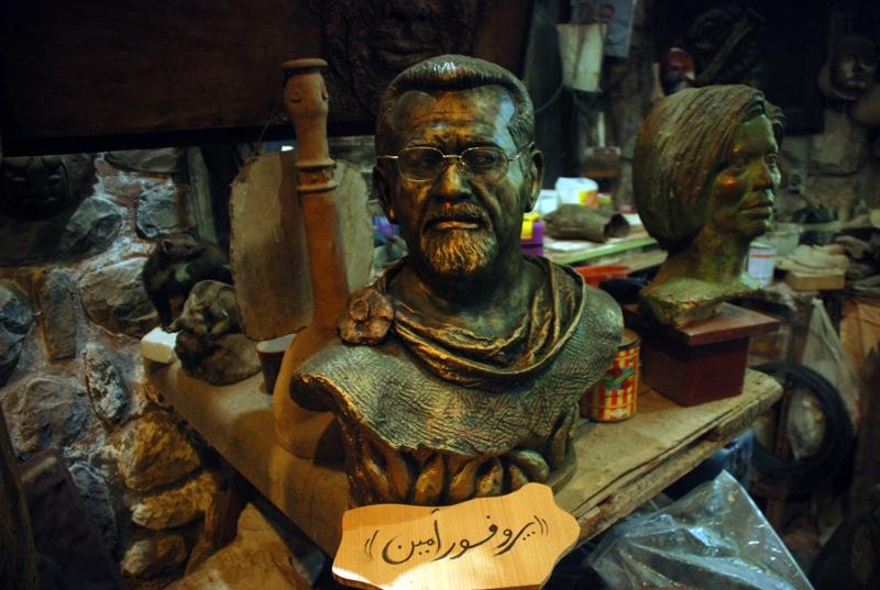 دخمه رستم یا غار موزه وزیری: جاذبه گردشگری هنر و طبیعت در شمال تهران