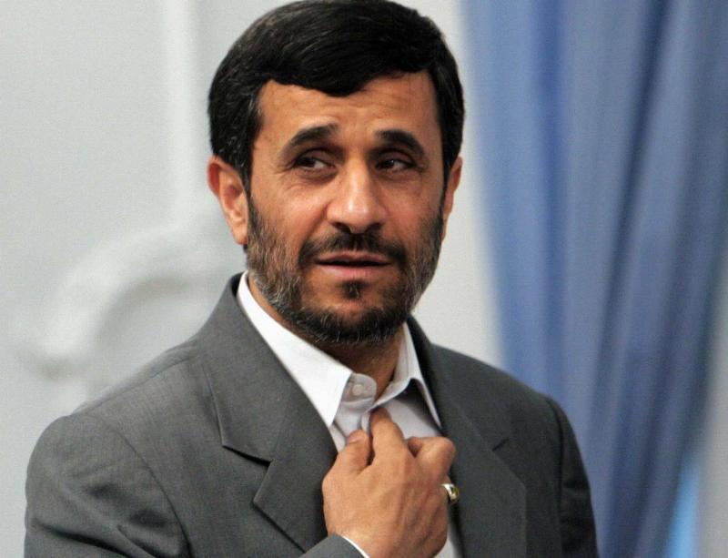 تقاضای یک نماینده مجلس از دستگاه های نظارتی درباره فعالیت های انتخاباتی احمدی نژاد