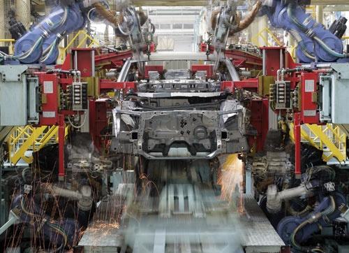 چرا خودرو گران شد؟/ دبیرانجمن قطعه سازان: دلارگران دلیل اصلی گرانی هاست