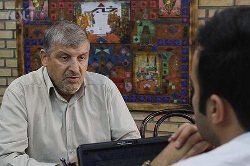 حقیقت پور: دولت باید جواب منتقدان را بدهد و از کوره در نرود