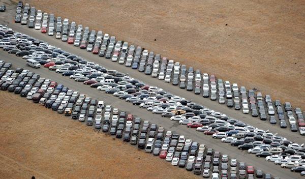 خودروسازان با شورای رقابت دیدار می کنند/ ادعای خودروسازان:با افزایش 6 درصدی ضرر می دهیم