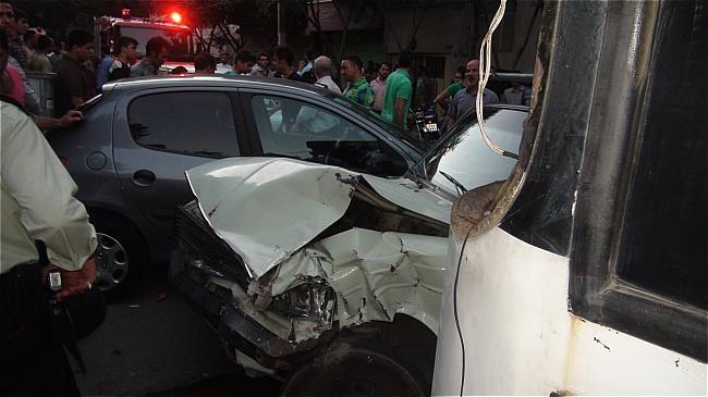 تصادف دیروز اصفهان تصادف اتوبوس دزدی با 3سواری و موتورسیکلت در خیابان ابوذر
