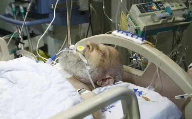دستور ویژه وزیر بهداشت به تیم پزشکی آیت الله مهدوی کنی/چهره هایی که به عیادت رفته اند