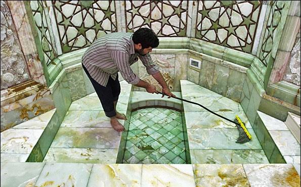 غبارروبی مسجد جمکران در آستانه نیمه شعبان