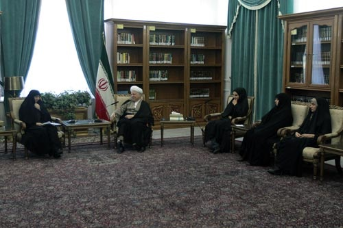 هاشمی رفسنجانی:فرهنگ نباید به مسایل سطحی محدود شود/خانهداری و تحصیل هیچ مغایرتی با هم ندارند