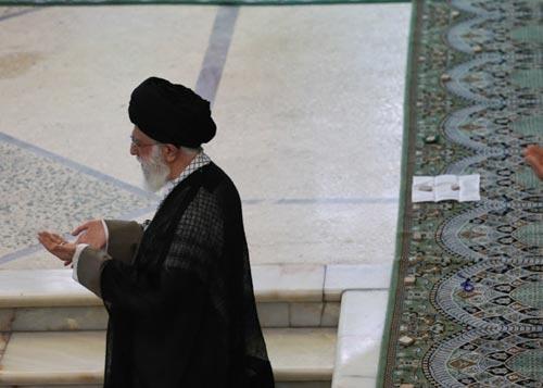 اقامه نماز عید سعید فطر به امامت رهبر معظم انقلاب در مصلی