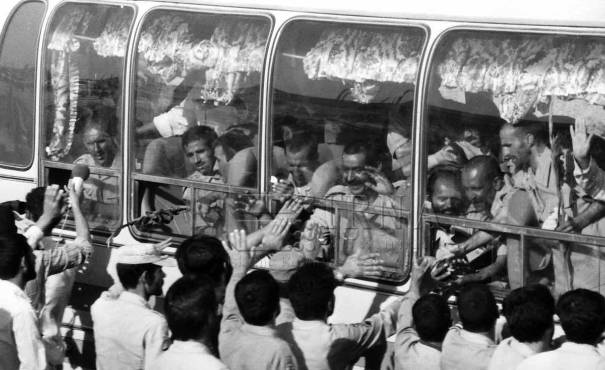 برگشت  آزادگان به میهن