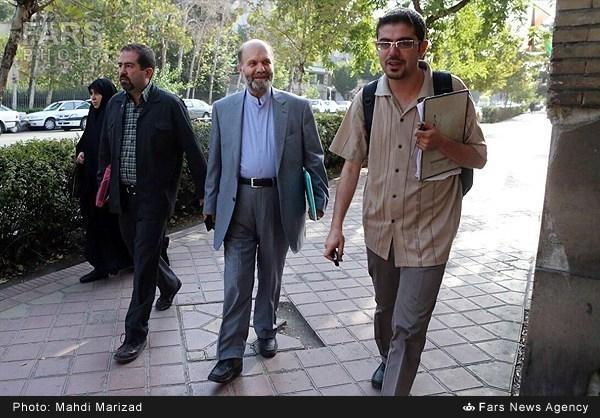 مهدی هاشمی، راهی دادگاه شد/ تصاویری از حضور فائزه و یاسر در کنار برادرشان