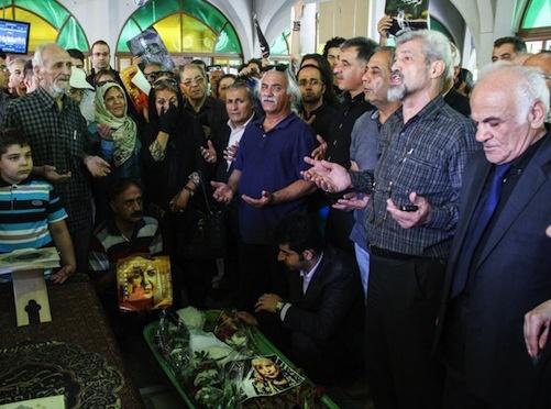 روایت افشین علاء از خاکسپاری سیمین بهبهانی/ او وصیت کرده بود با آداب اسلامی به خاک سپرده شود